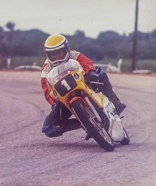 Rogério Almeida no final da década de 1980, como piloto de motovelocidade