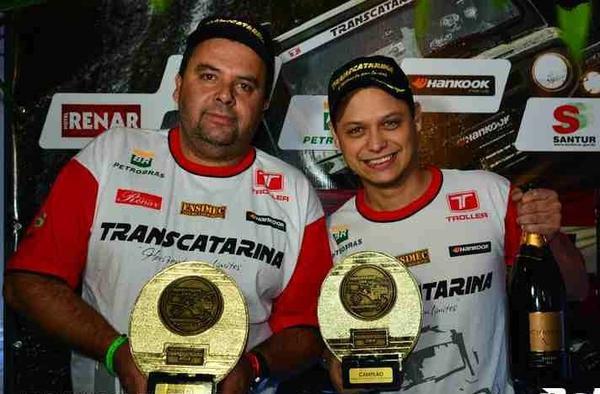 O piloto João Bezerra e o navegador William Santos disputarão o Transparaná 2021